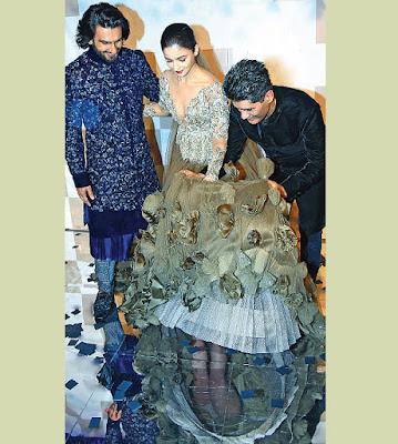 Alia bhatt Wardrobe Malfunction at Delhi Fashion Show