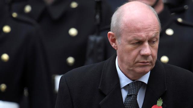 El primer secretario de Estado británico dimite por un escándalo con material pornográfico