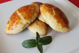 Turkish Pogaca with Cheese (Peynirli Pogaca)