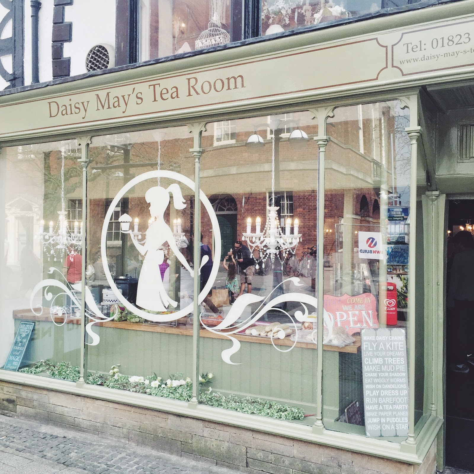 afternoontea, taunton, cake, creamteas, dayout, fbloggers, kitch, lbloggers, retro, sandwiches, tea, thingstodo, thingstodointaunton, daisymaystearoom, daisymaystearoomreview, halcyonvelvet