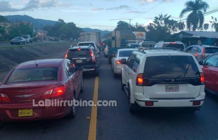 Megatapón en la autopista Duarte