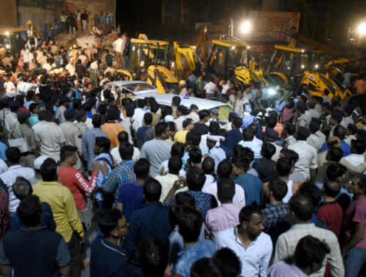 10 people die following the collapse of a 4-storey hotel building in India