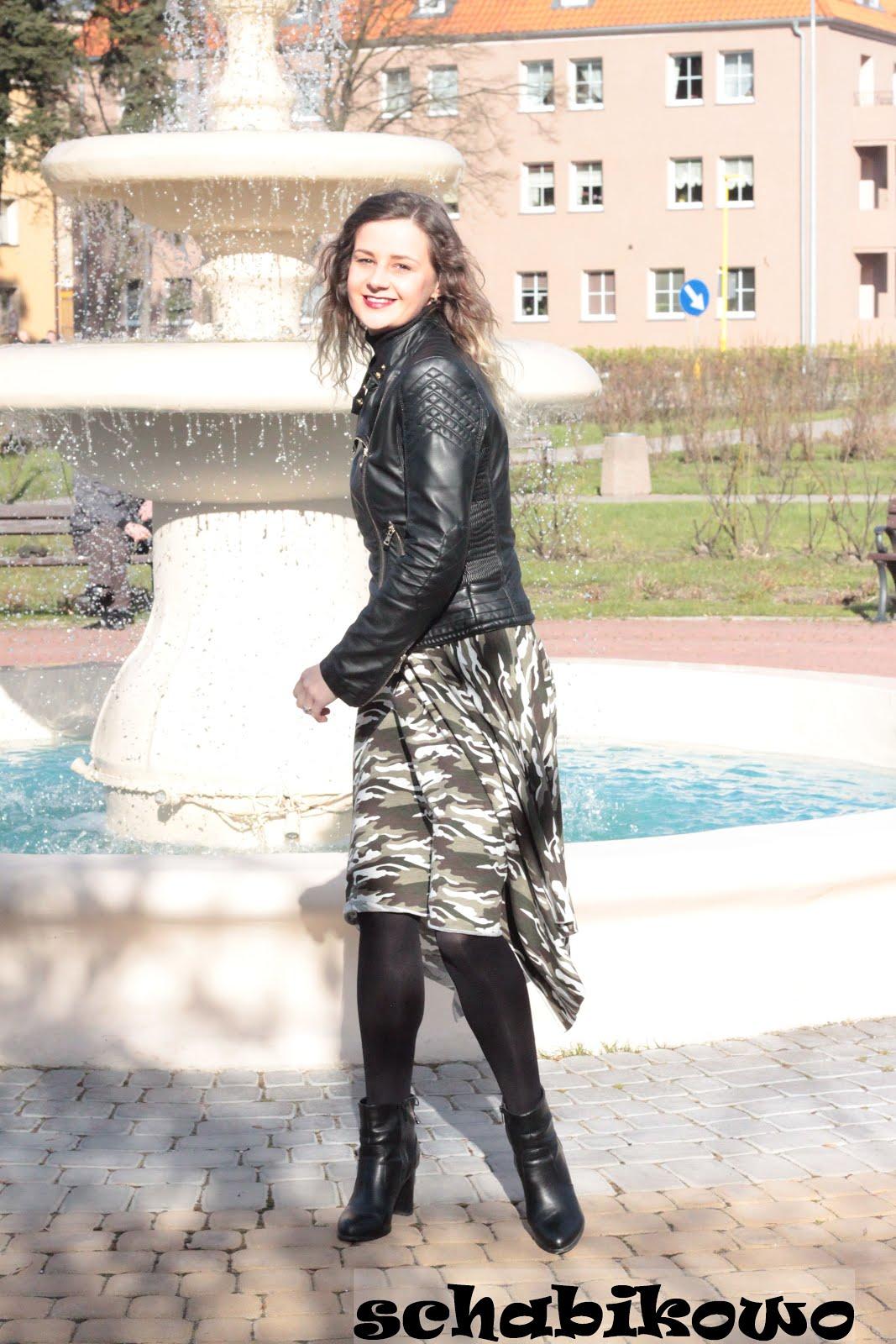 bb009a8d Schabikowo : Spódnica po kwadracie.