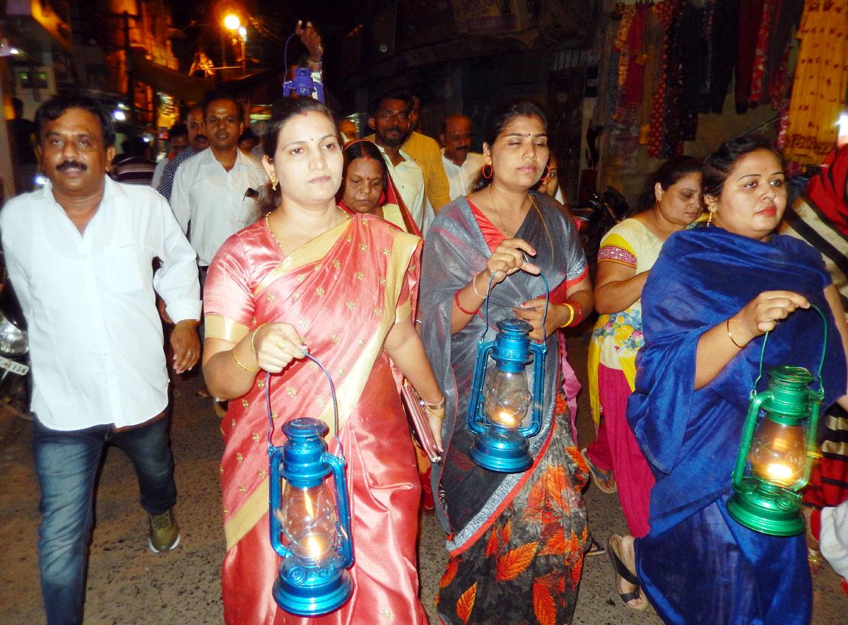 बिजली कटौती का विरोध कर भाजपा ने विधानसभाओं में निकाली चिमनी यात्रा