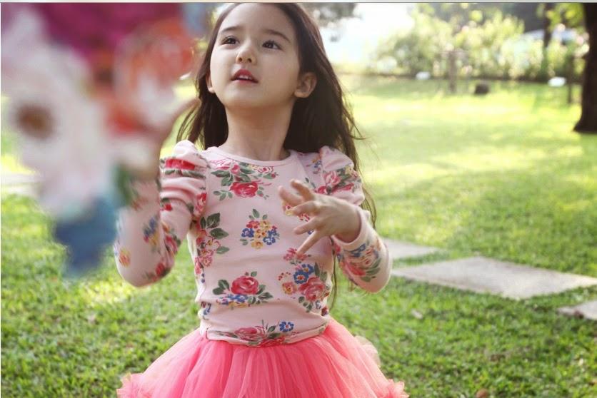 Gambar bayi cantik asal cina pakai gaun warna pink