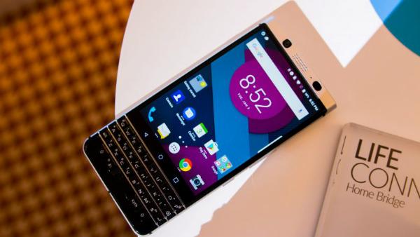 اكتشف هاتف بلاكبيري بحلته الجديدة BlackBerry Mercury 2017