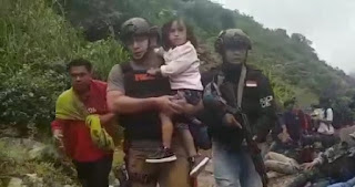 HEROIK! Ini Kumpulan Video Aksi Tim Satgas TNI-POLRI Bebaskan Sandera dari Tangan OPM
