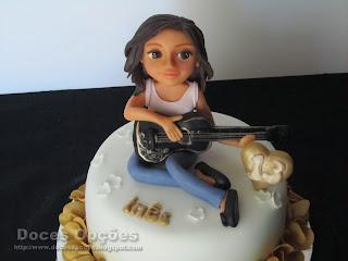 bolo decorado menina toca viola bragança