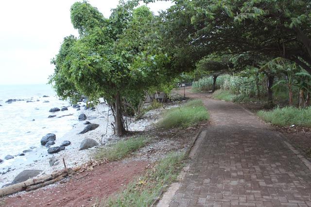 pantai celong mangunsari