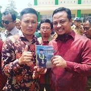 Wakil Gubernur Sulawesi Selatan Respon Hadirnya Buku Anak Petani Jadi Sarjana