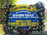 Bunga Papan Ucapan Duka Cita Untuk Almarhum Bapak Gondo Di Rumah Duka Adi Jasa Jalan Demak Surabaya