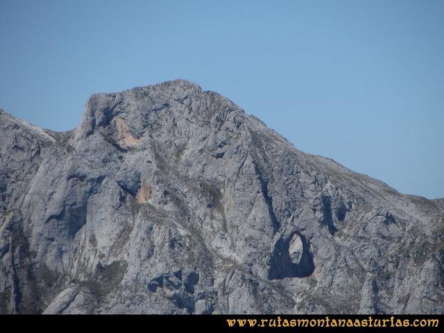 Ruta Cabrones, Torrecerredo, Dobresengos, Caín: Vista del Cuvicente
