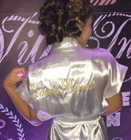Roupão debutante, ensaio, Laura Bareto atriz, festa 15 anos