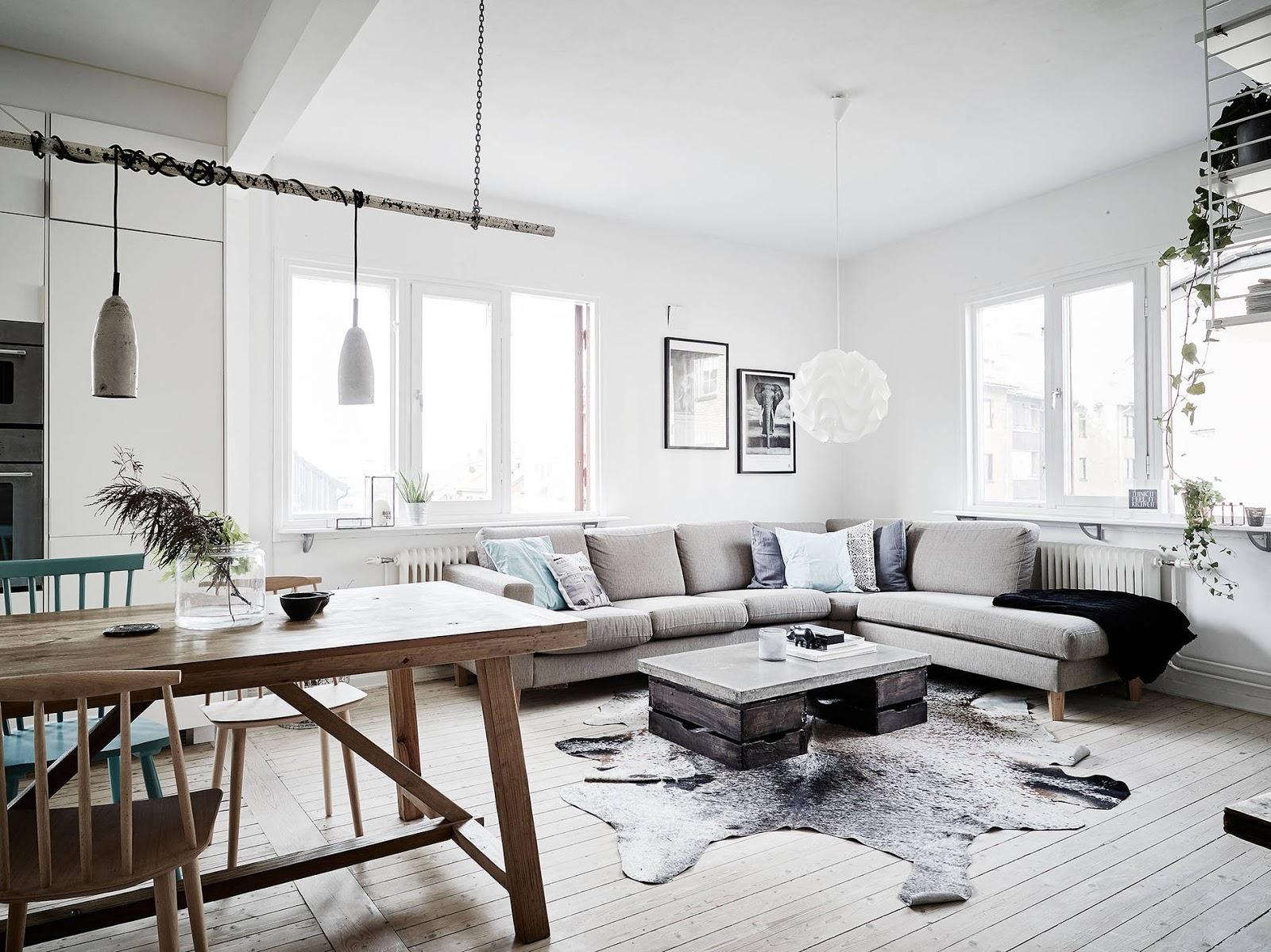 miętowe krzesło, niebieskie krzesło, turkusowe krzesło biała kuchnia