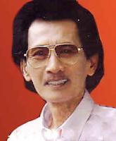 Mus Mulyadi adalah penyanyi keroncong Indonesia   Biografi Mus Mulyadi - Maestro Keroncong Indonesia
