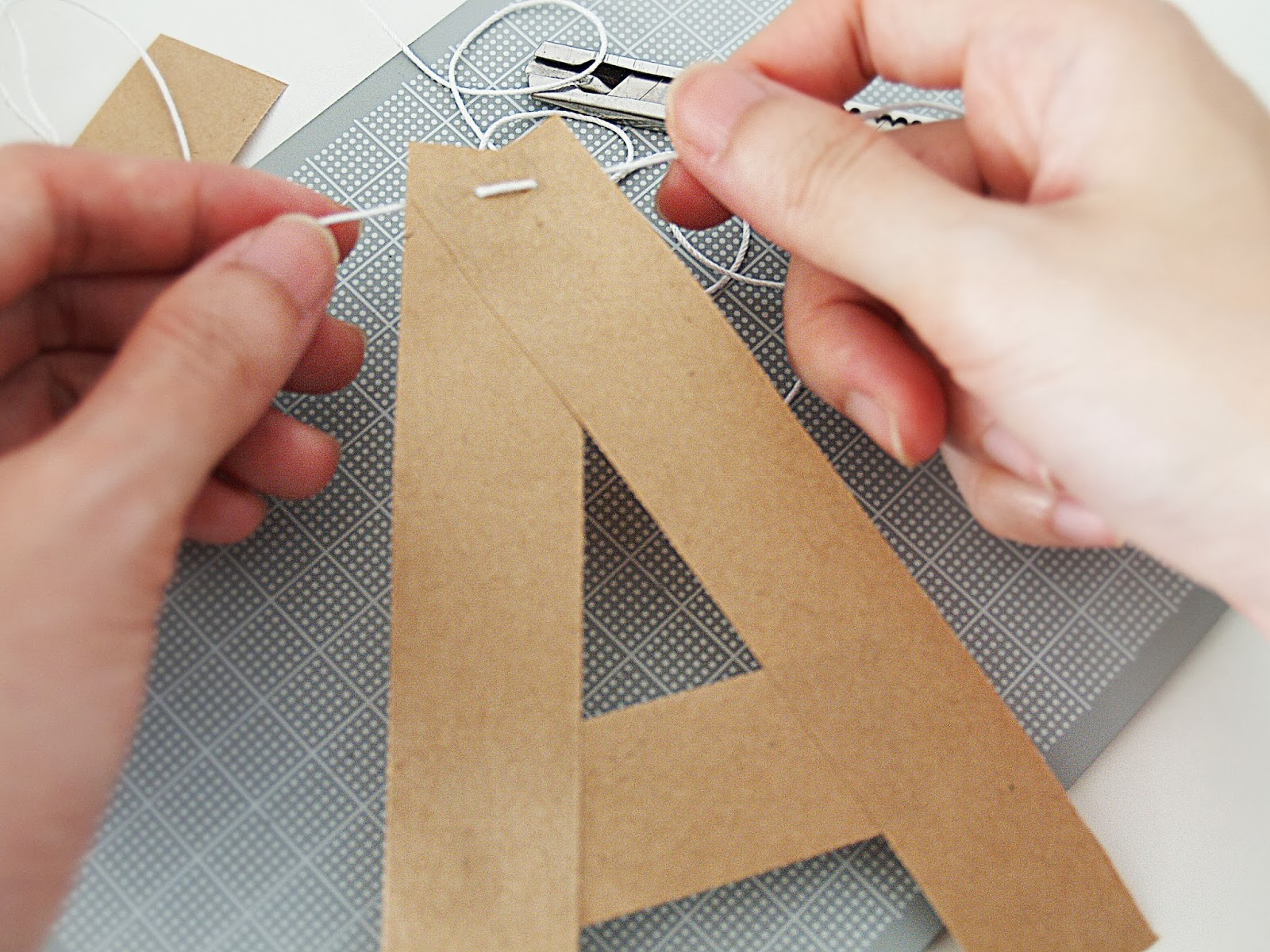 Howsanne DIY tutorial alphabet bunting