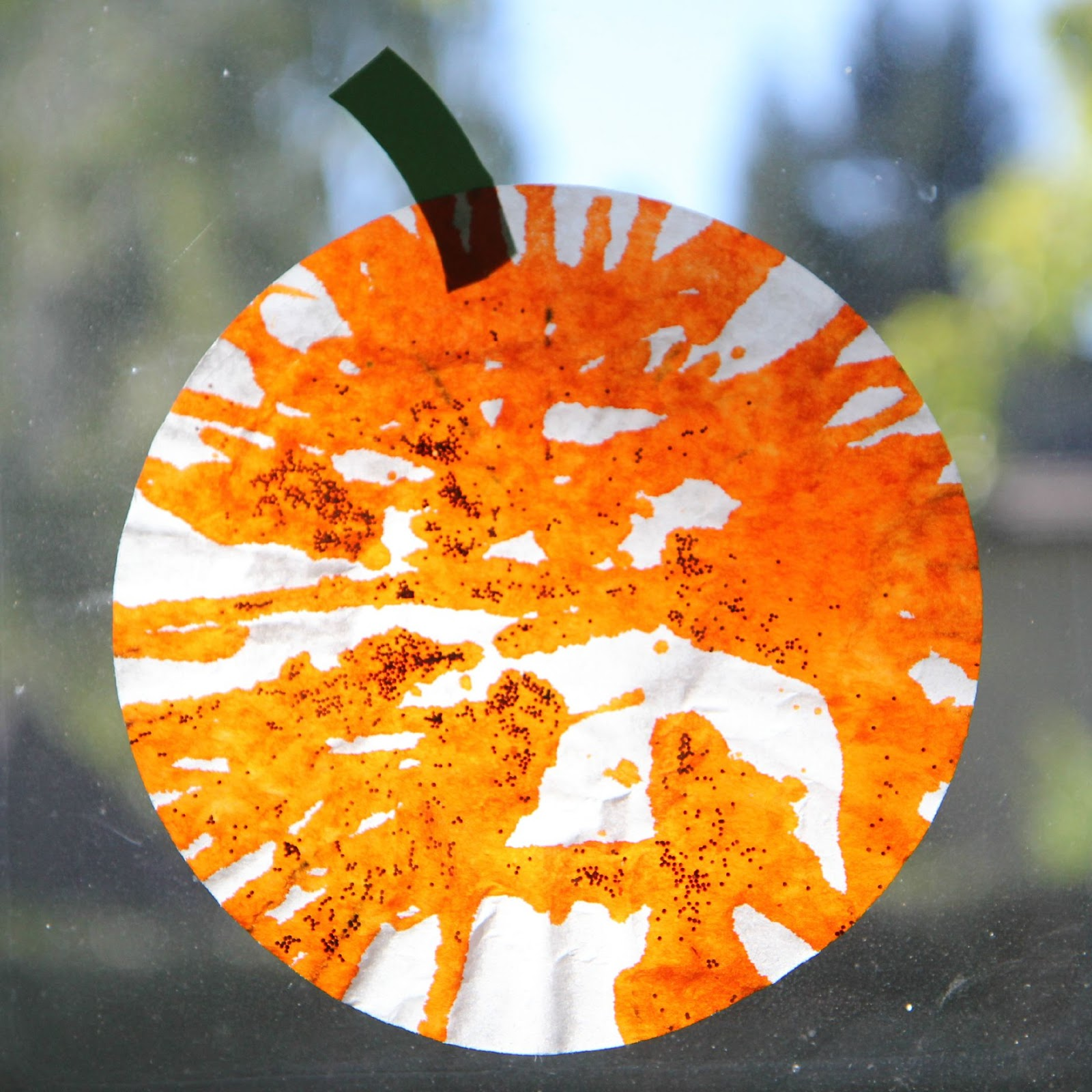 Toddler Approved Easy Pumpkin Sun Catcher For Toddlers