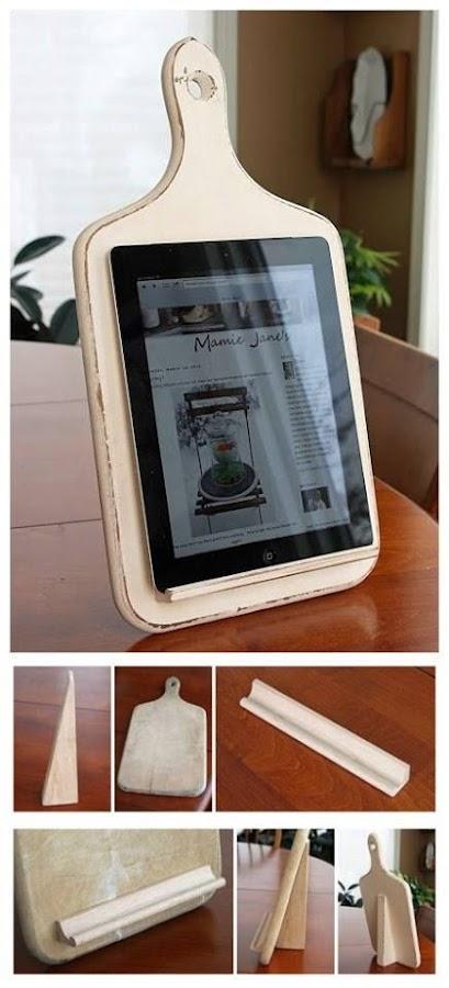 Soporte para tablet con una tabla de madera