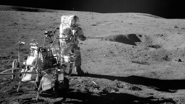 Astronauta del la misión Apollo en la Luna