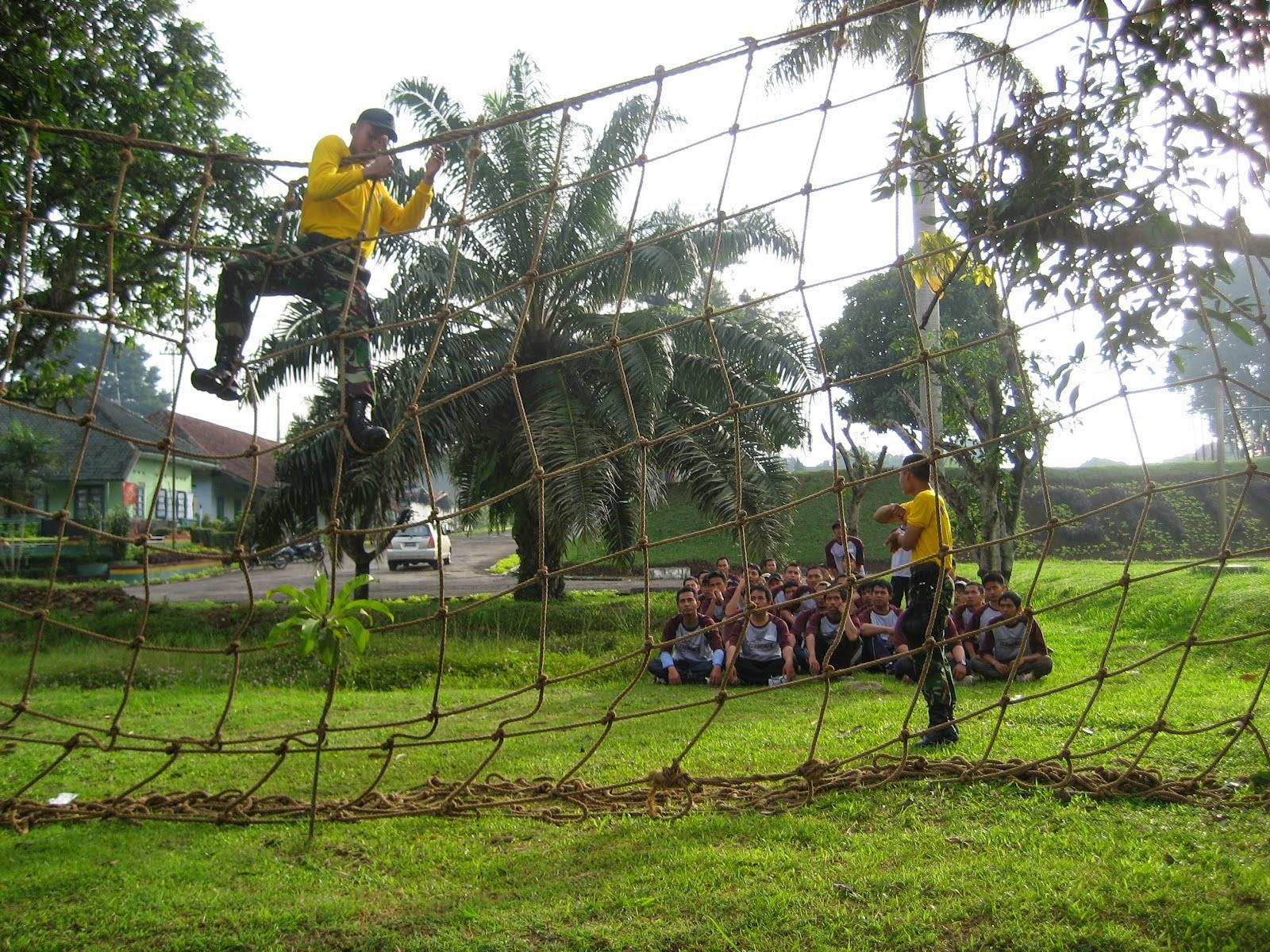 Jasa Outbound Semarang : Permainan Dinding Tali