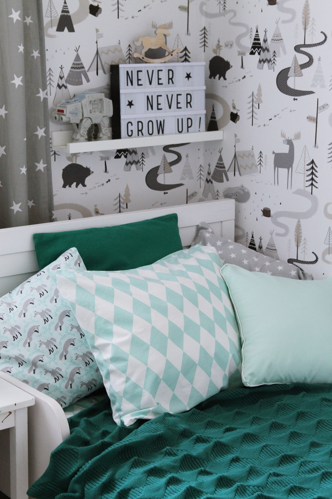 Green and mint pillows, H&M linen