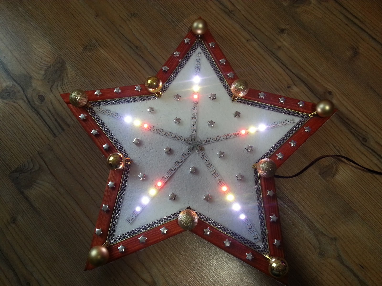 fifteen years ago i build diy christmas star ornament using 4060 leds and simple square wave generator based on 4011 below you can find photo of it