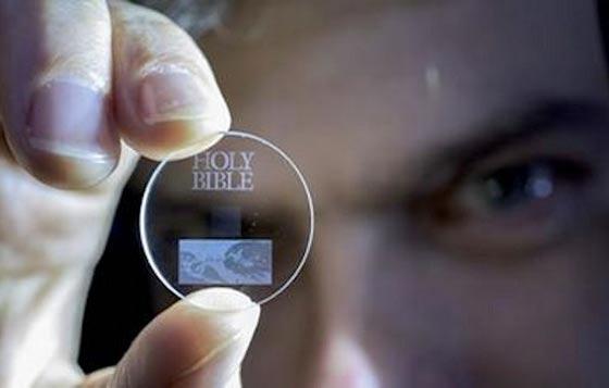 Memory Kristal Superman Bisa Menyimpan Data 13,8 Miliar Tahun
