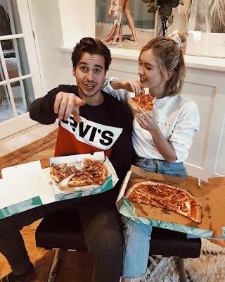 poses de amigos comiendo pizza