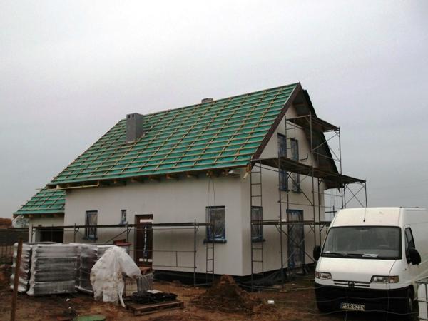 dach w domu drewnianym szkieletowym