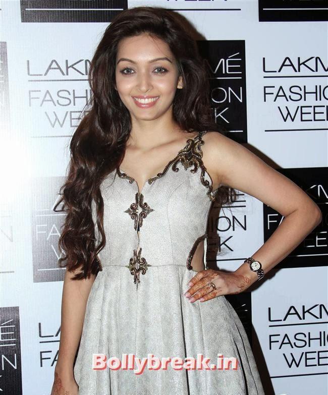 Pooja Salvi, Bollywood Actresses at Lakme Fashion Week 2014