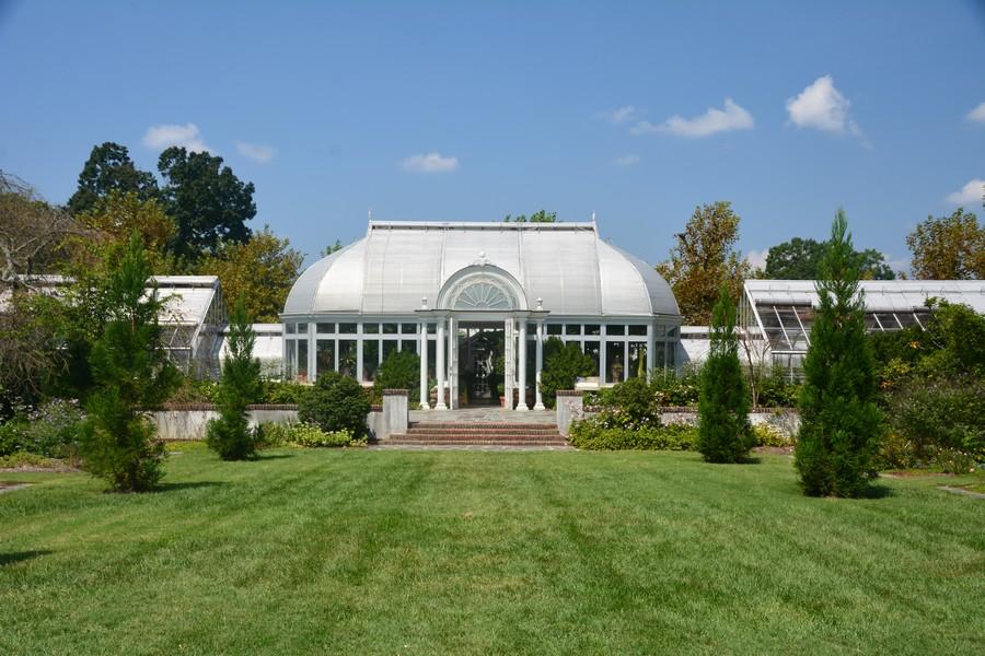 Vue sur la serre des jardins de Reynolda Estate