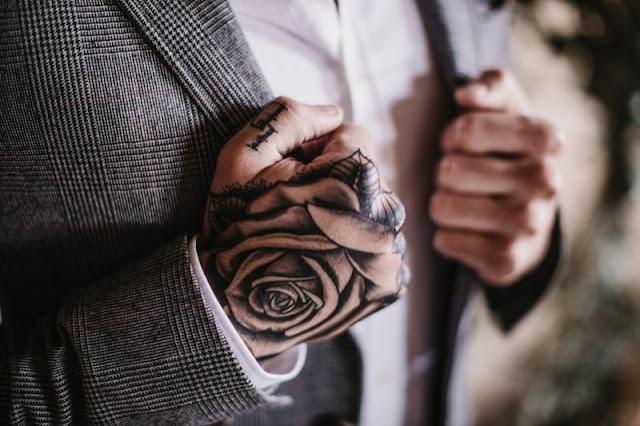 una boda industrial - novio tatuado - editorial moda nupcial