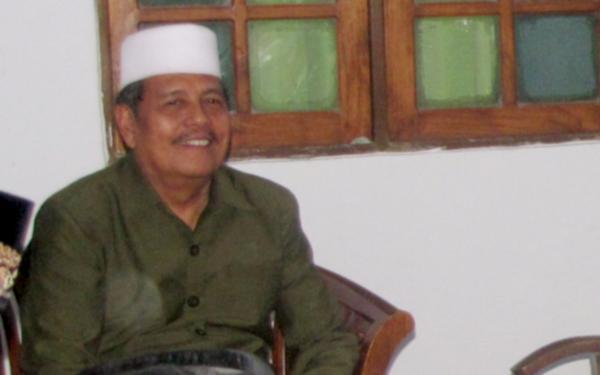 Prof. Dr. KH. Abdul Ghofur - Pengasuh Pondok Pesantren Sunan Drajat Paciran Lamongan