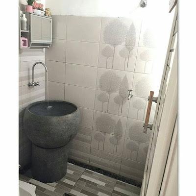 kamar mandi lantai batu kerikil