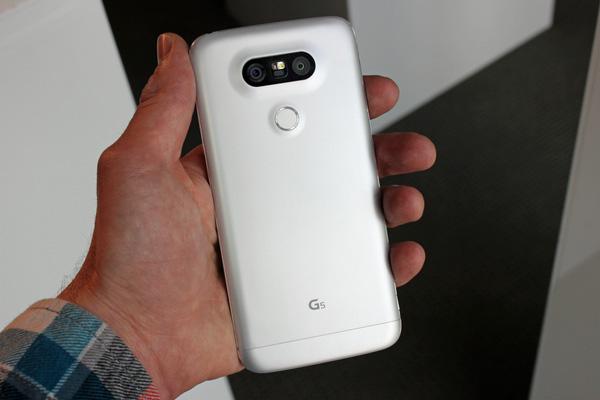 thay vỏ kính LG G5