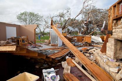 Southsatoday Com Tornado Rips Through Devine