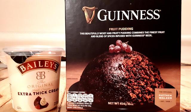 Guinnesskakku, hedelmäkakku, baileyskerma, jälkiruoka