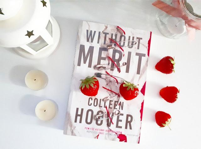 Without Merit – Colleen Hoover. Powieść o problemach nastolatków,  odkrywająca sekrety rodziny Vossów.