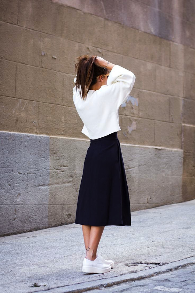 how to wear white sneakers spring trends