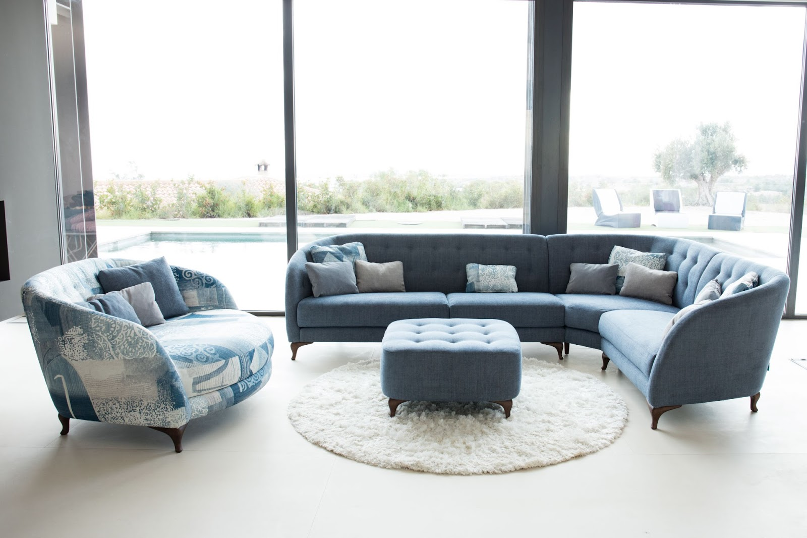 Dieses Sectional Sofa (below) By Natuzzi Is Compact And Ideal For Apartment  Living. It Features An Adjustable Headrest, Sleek Wooden Legs, And A  Stylish ...