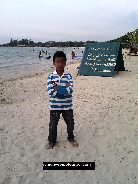 mikhael di pantai bandengan jepara