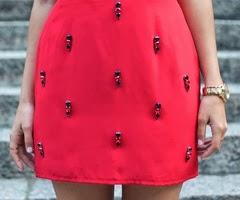 falda con pedrería
