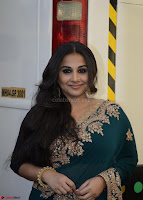 Vidya Balan looks super cute in Saree 006.jpg