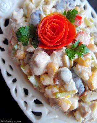 Sałatka Meksykańska (Sałatka z Kurczakiem i Warzywami charakterystycznymi dla Kuchni Meksykańskiej) - Przepis - Słodka Strona