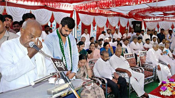 Gowda family cries in unison as Prajwal is declared candidate for Hassan seat, Bangalore, News, Politics, Trending, BJP, Controversy, Criticism, Karnataka, Lok Sabha, Election, National