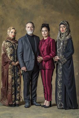 Em Órfãos da Terra, o sheik Aziz tem três esposas e tenta comprar sua quarta