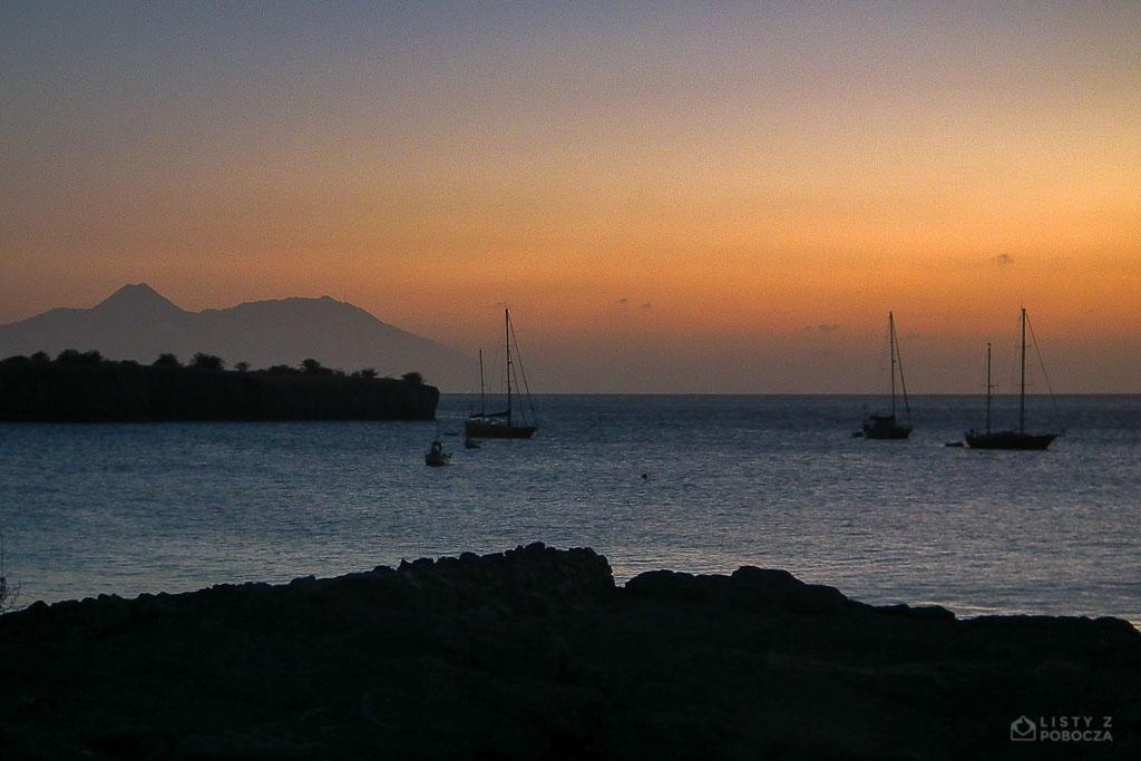 Zatoka Tarrafal z wulkanem Fogo w tle Wyspy Zielonego Przylądka