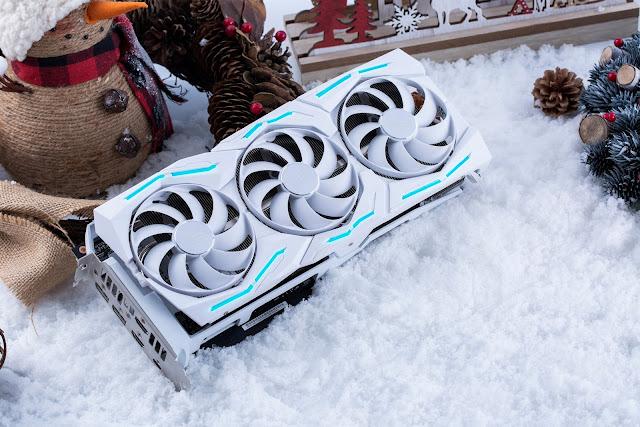 華碩 ROG 在耶誕節檔期推出 ROG Strix GeForce RTX 2080 Ti潮競白電競顯示卡