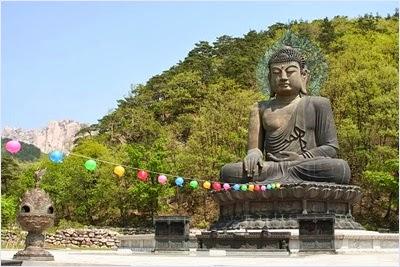 พระพุทธรูปสัมฤทธิ์ในวัดชินฮึงซา (Sinheungsa Temple)