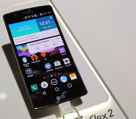 LG G Flex 2 tem uma tela curvada que deixa o aparelho estranho, mas é bonito